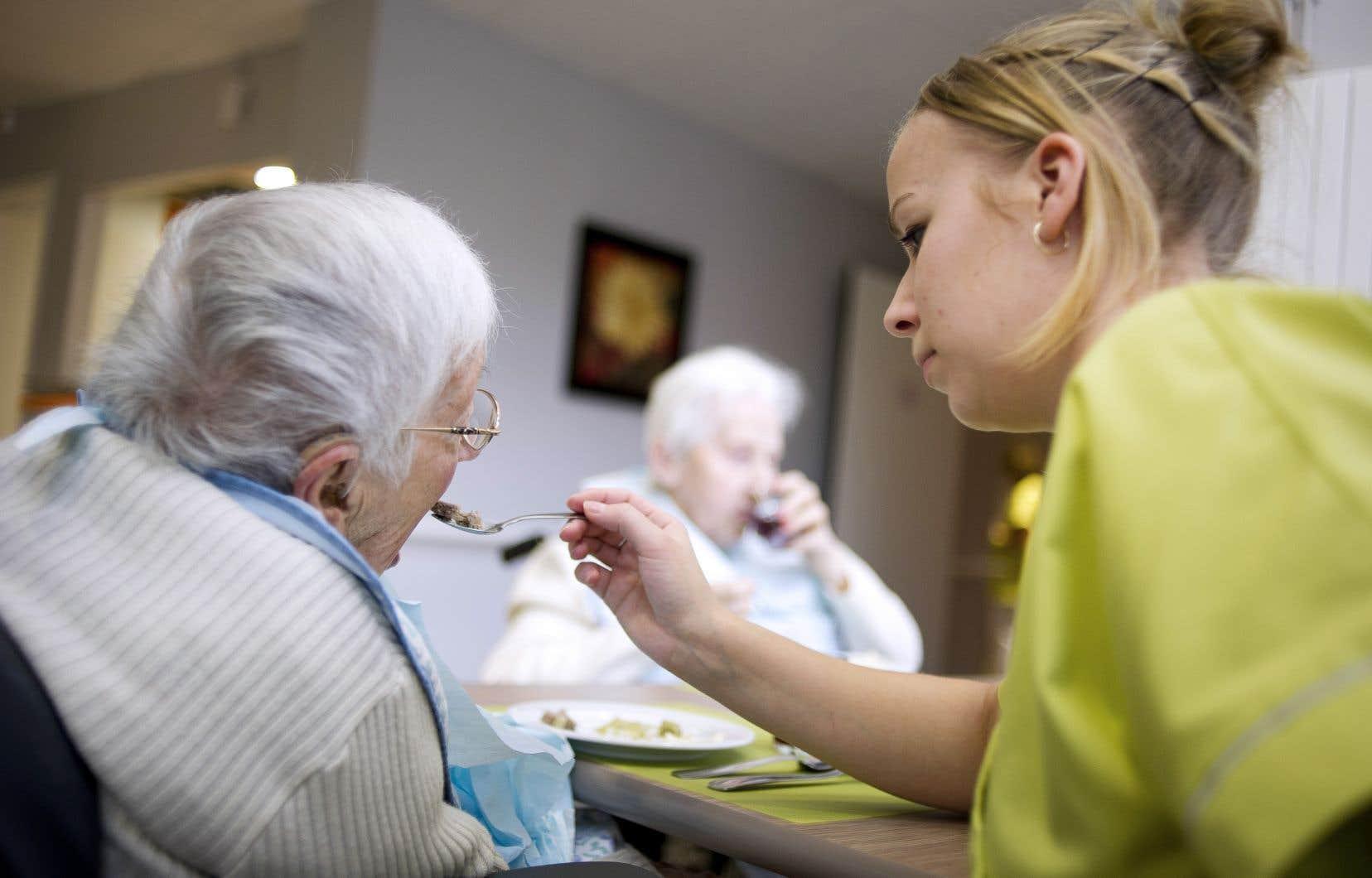 Selon un sondage réalisé en mai par la Fédération de la santé et des services sociaux auprès de 13000 travailleurs de la santé, près de 80% d'entre eux ont vu leur charge de travail augmenter depuis 3ans.