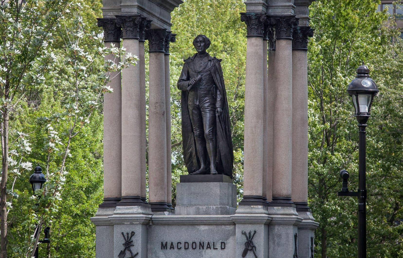 «Ce n'est pas en fustigeant une statue d'un premier ministre mort depuis plus d'un siècle qu'on s'acquitte de nos propres responsabilités envers nos concitoyens encore vivants», croit l'auteur.