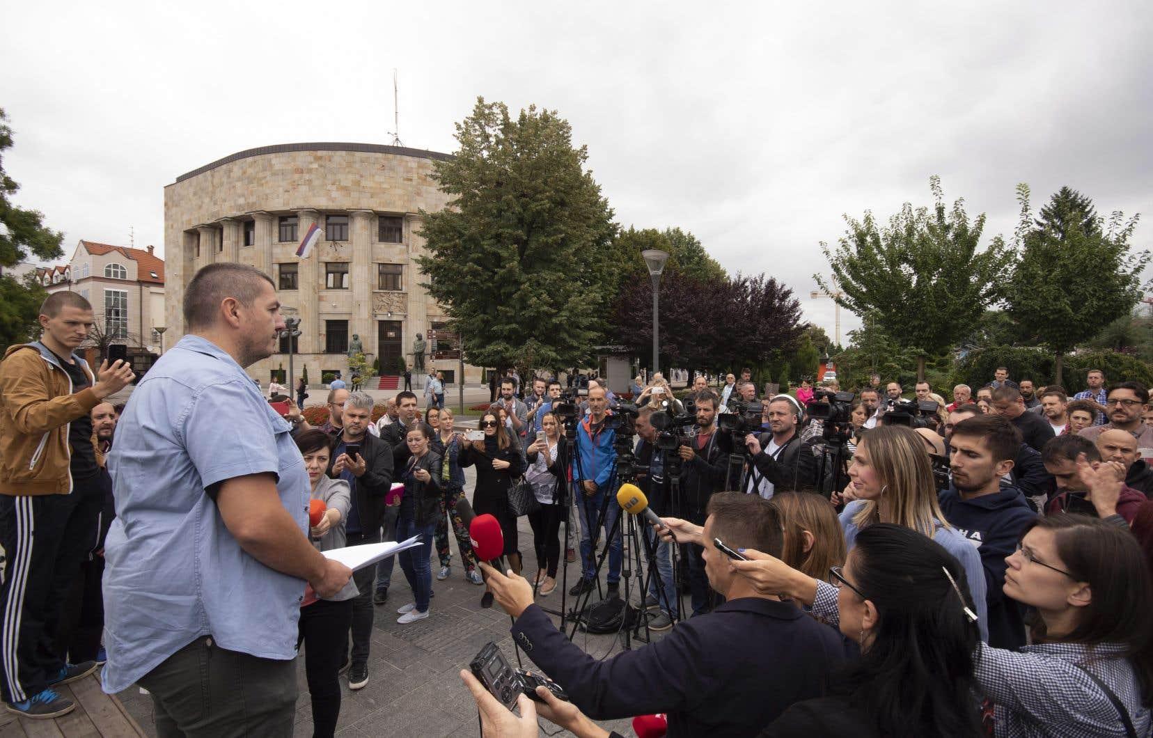 Les journalistes bosniaques font régulièrement l'objet d'attaques verbales, de menaces et de procès en diffamation dans le contexte politique très polarisé.