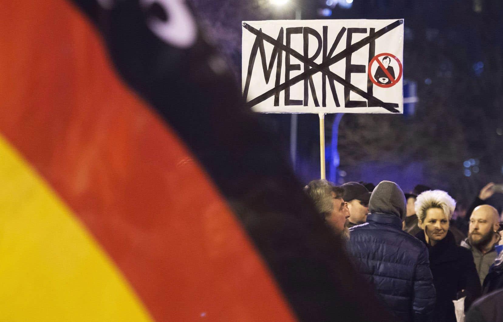 Manifestation organisée parle parti anti-immigrants, anti-Merkel et anti-islam AfD (Alternative pour l'Allemagne) à Erfurt en février 2016