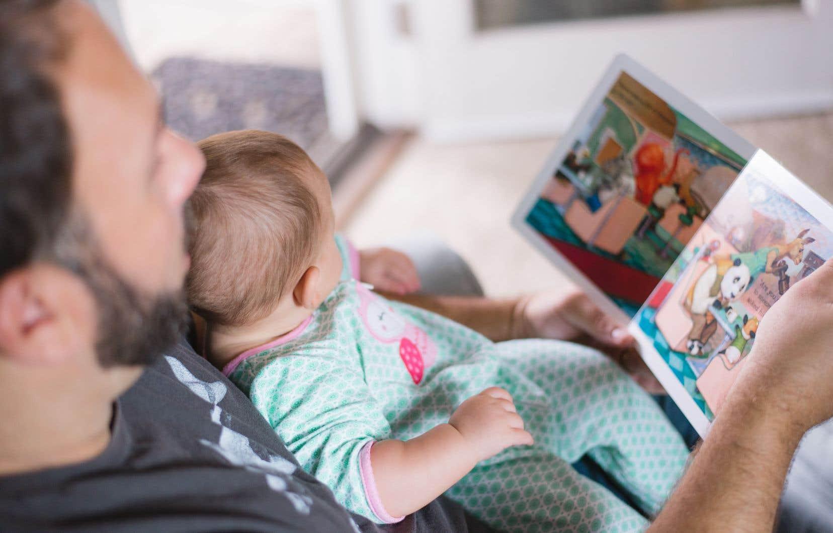 Un parent a souvent besoin de ne pas se sentir jugé pour ensuite pouvoir mieux accompagner son enfant, selon Judith Poirier, responsable du développement des pratiques en littératie à la FQOCF.