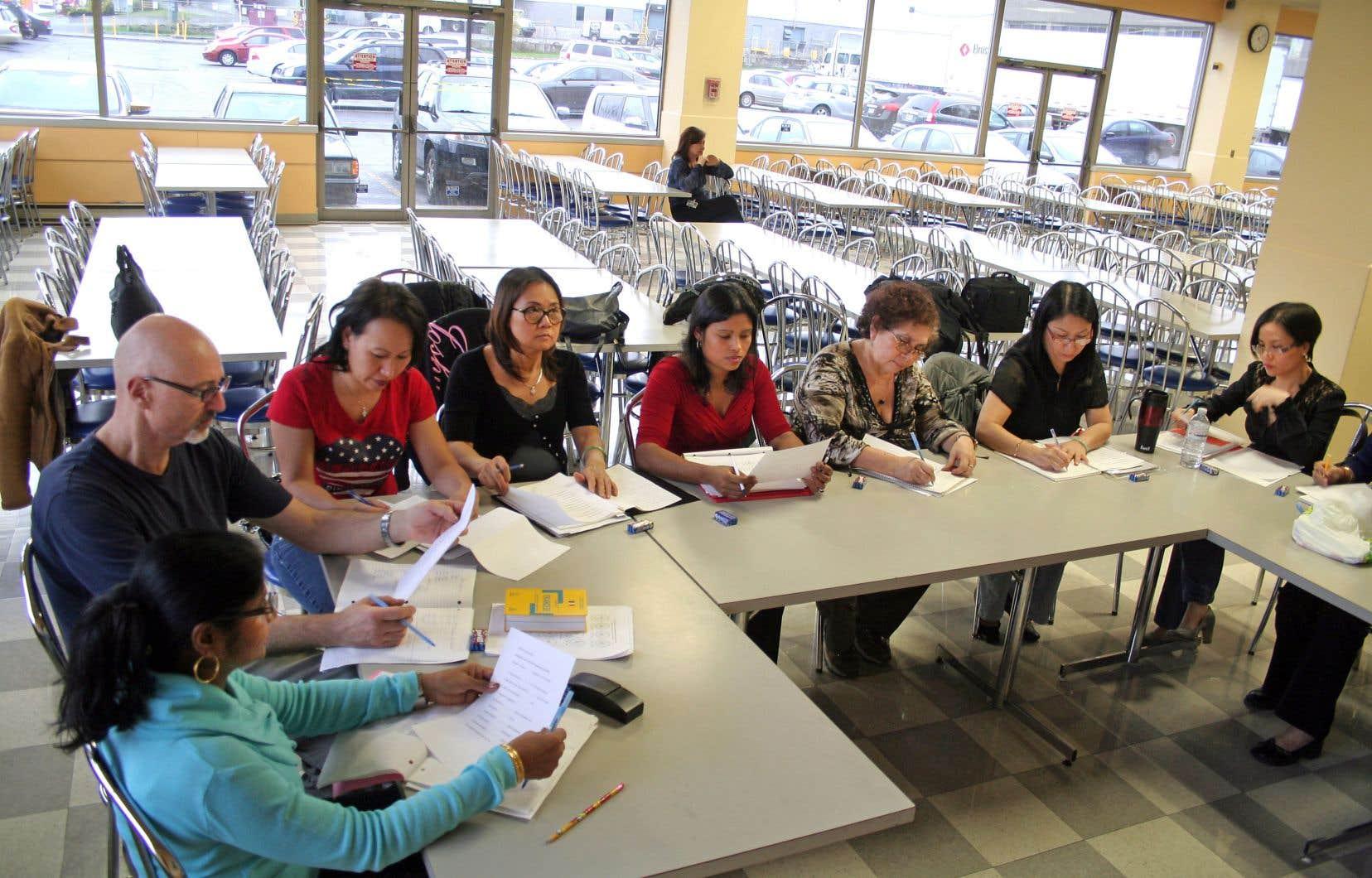 La FTQorganise des cours de francisation dans le milieu de l'industrie du vêtement, entre autres, où plusieurs travailleurs sont issus de l'immigration, comme chez Peerless (notre photo).