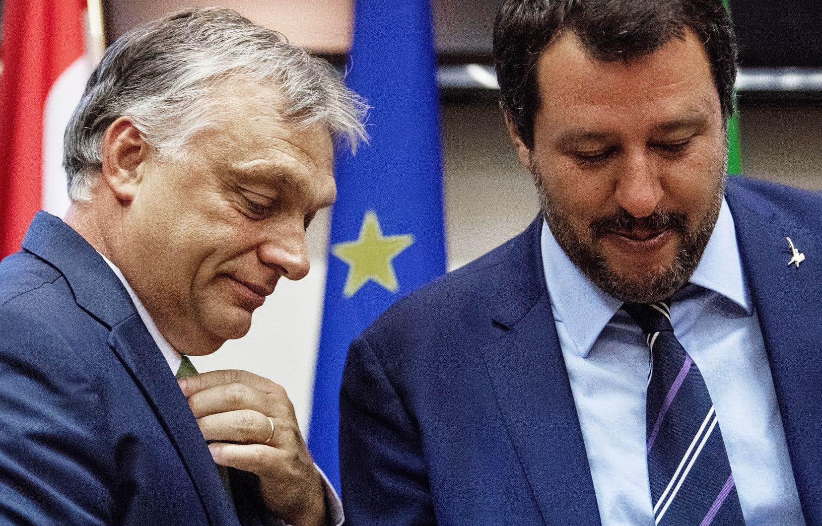 Le ministre italien de l'Intérieur, Matteo Salvini, à droite, a rencontré mardi à Milan le premier ministre national-conservateur hongrois, Viktor Orbán. Les deux hommes sont partisans d'une ligne dure contre les migrants arrivant en Europe.