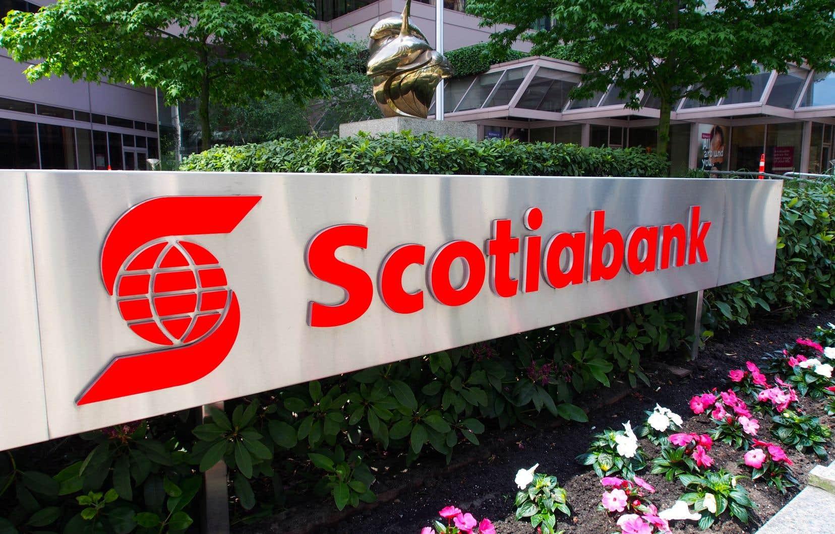 Les coûts liés aux acquisitions internationales ont fait reculer le bénéfice de la Banque Scotia au troisième trimestre à 1,94milliard.