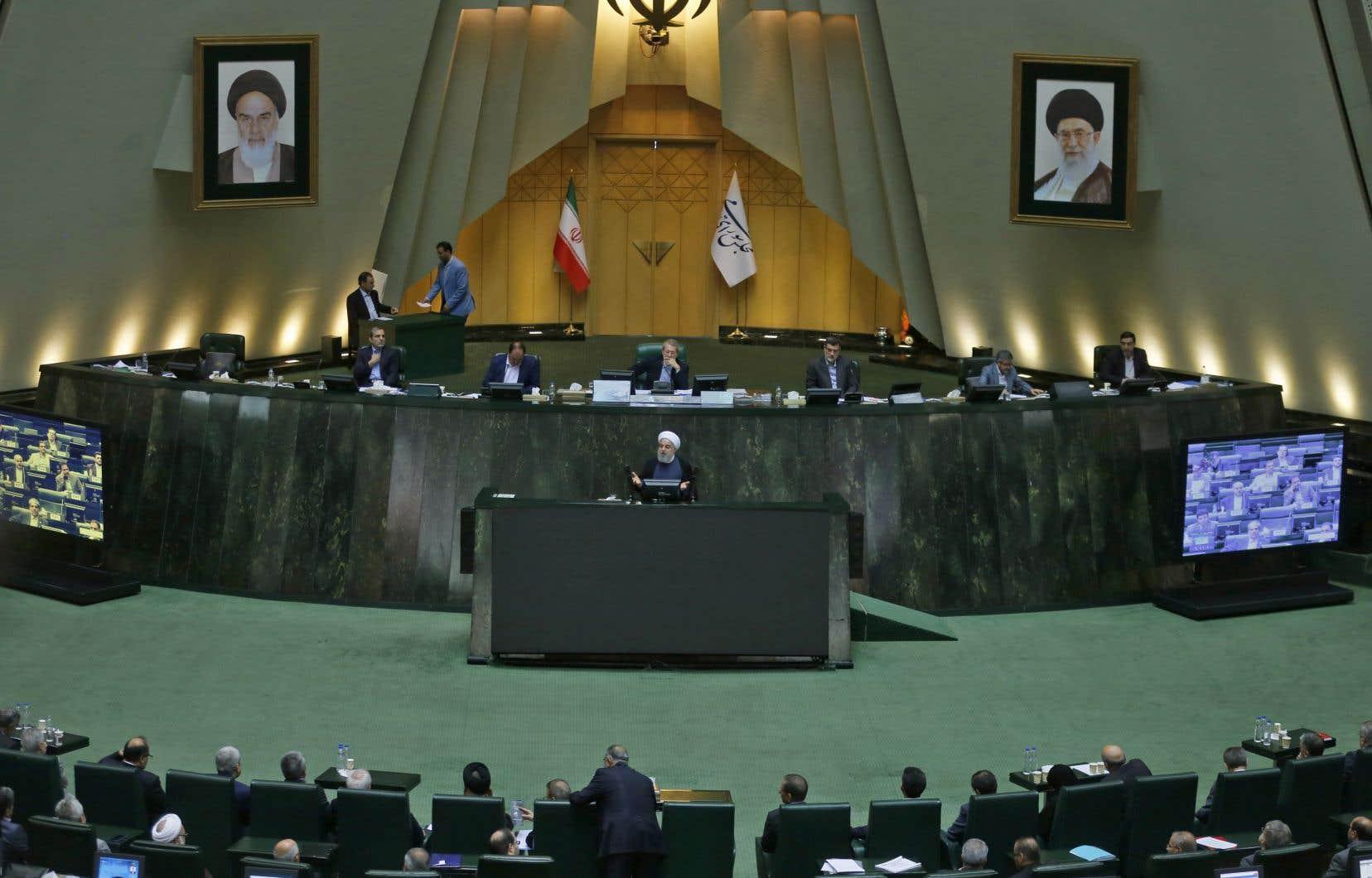 C'est la première fois depuis son arrivée au pouvoir il y a cinq ans que M.Rohani est convoqué au Parlement.