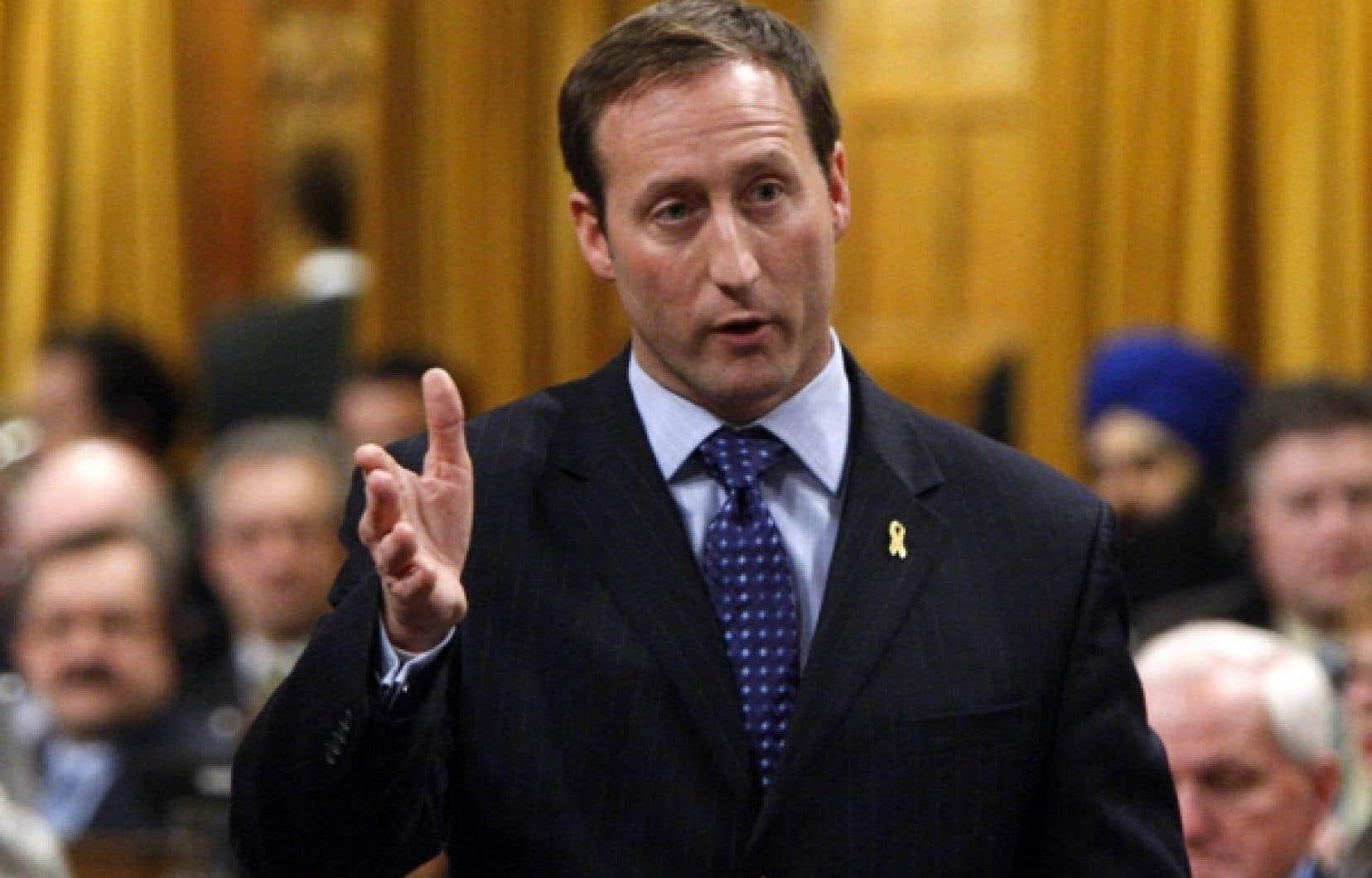 La requête en Cour fédérale reproche notamment à l'ex-ministre des Affaires étrangères, Peter MacKay, sa «négligence» pour avoir omis de mettre en place un mécanisme de surveillance de l'extradition de Régent  Boily.