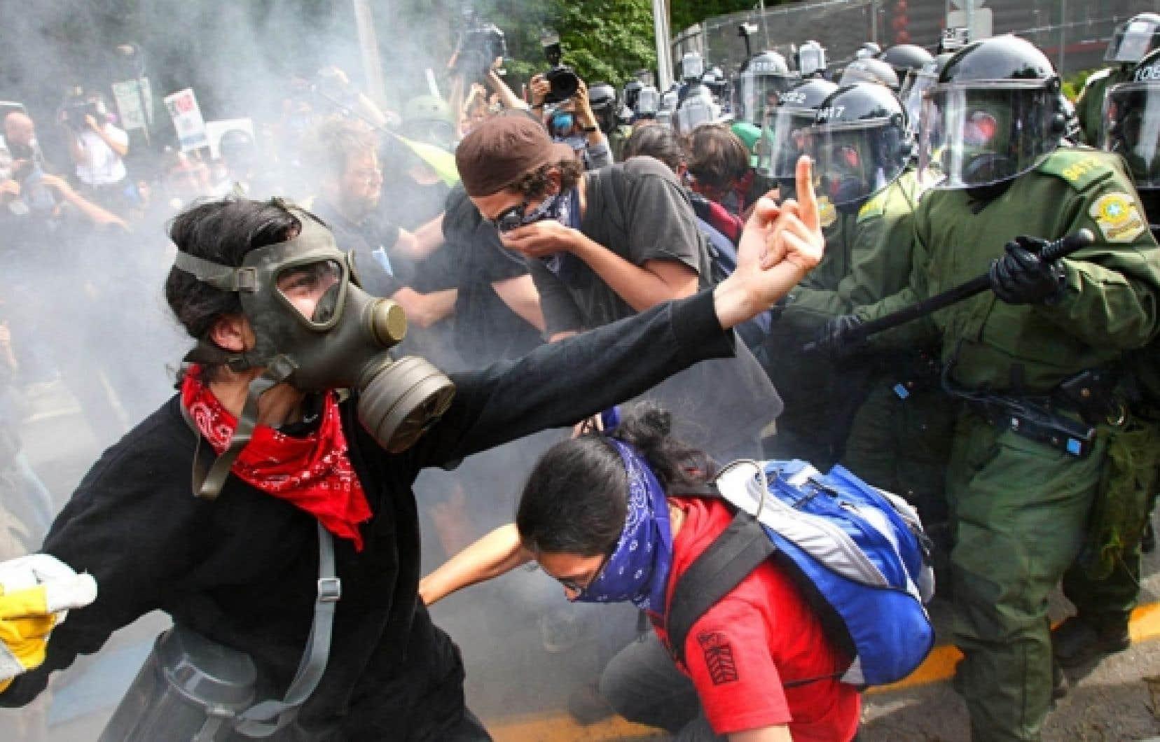 20 août 2007: manifestants et policiers s'affrontent à Montebello, lors du sommet du Partenariat pour la sécurité et la prospérité.