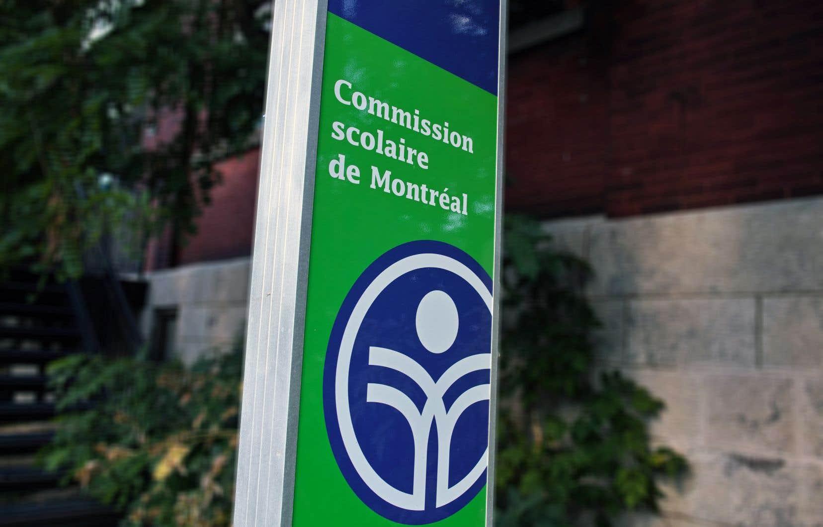 La commissaire Violaine Cousineau avait pris fait et cause pour les enseignants alors que la commission scolaire était en négociation avec eux.