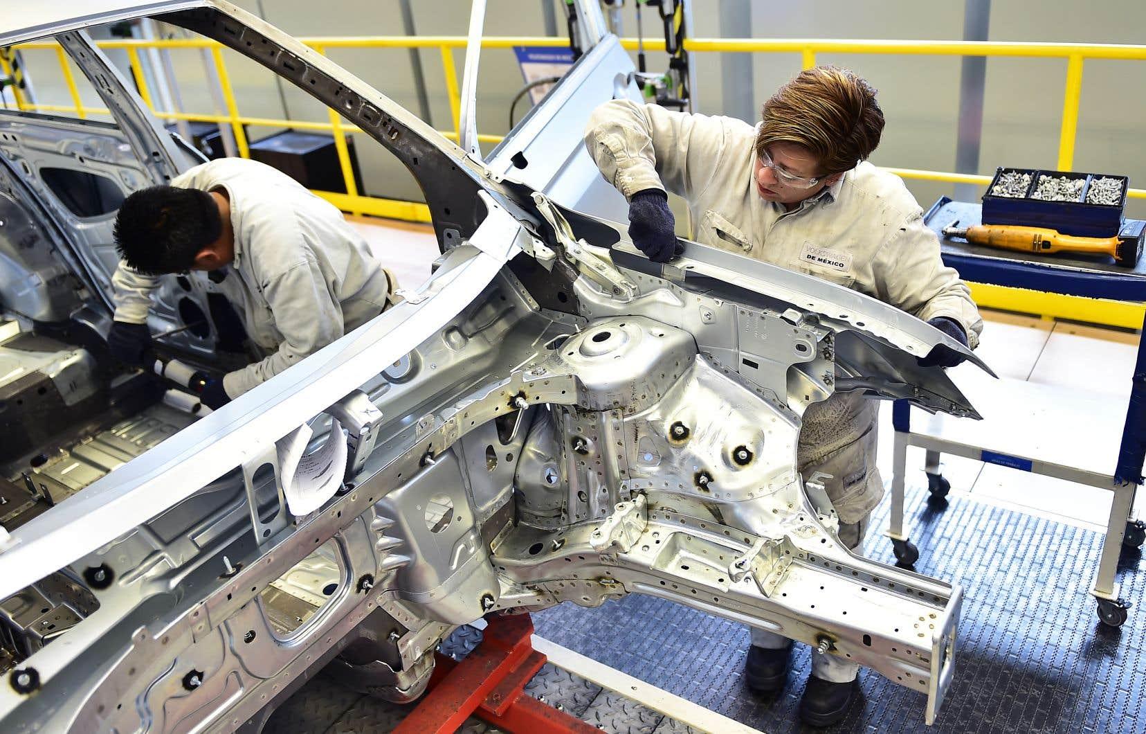 L'accord du Mexique avec les États-Unis comprend notamment une nouvelle disposition imposant dans le secteur de la fabrication automobile un seuil minimum de 40% à 45% de contenu fabriqué par des travailleurs gagnant au moins 16$US l'heure.