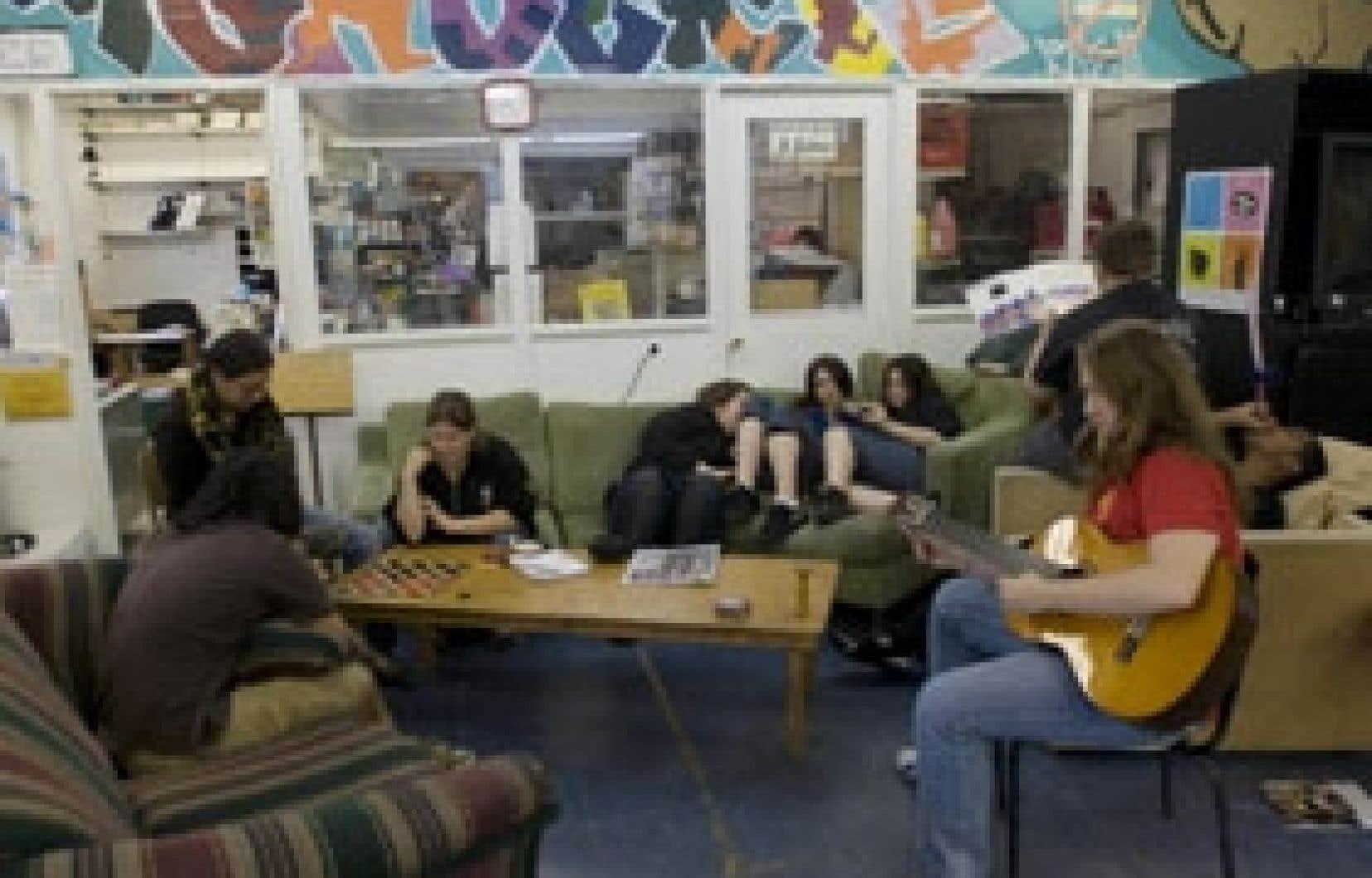 Près de 50 000 jeunes fréquentent les maisons de jeunes à travers tout le Québec.
