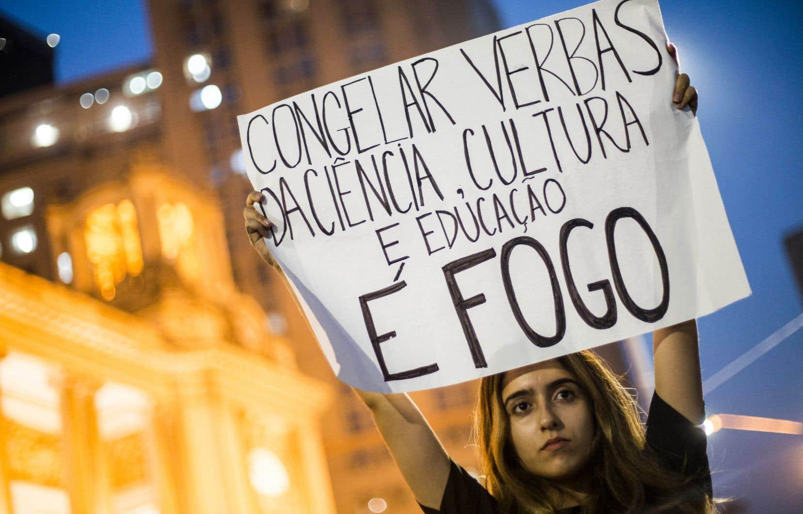 Le Brésil a effectué ces derniers mois de nombreuses compressions budgétaires dans les secteurs de la recherche, de la culture et de la science, notamment.
