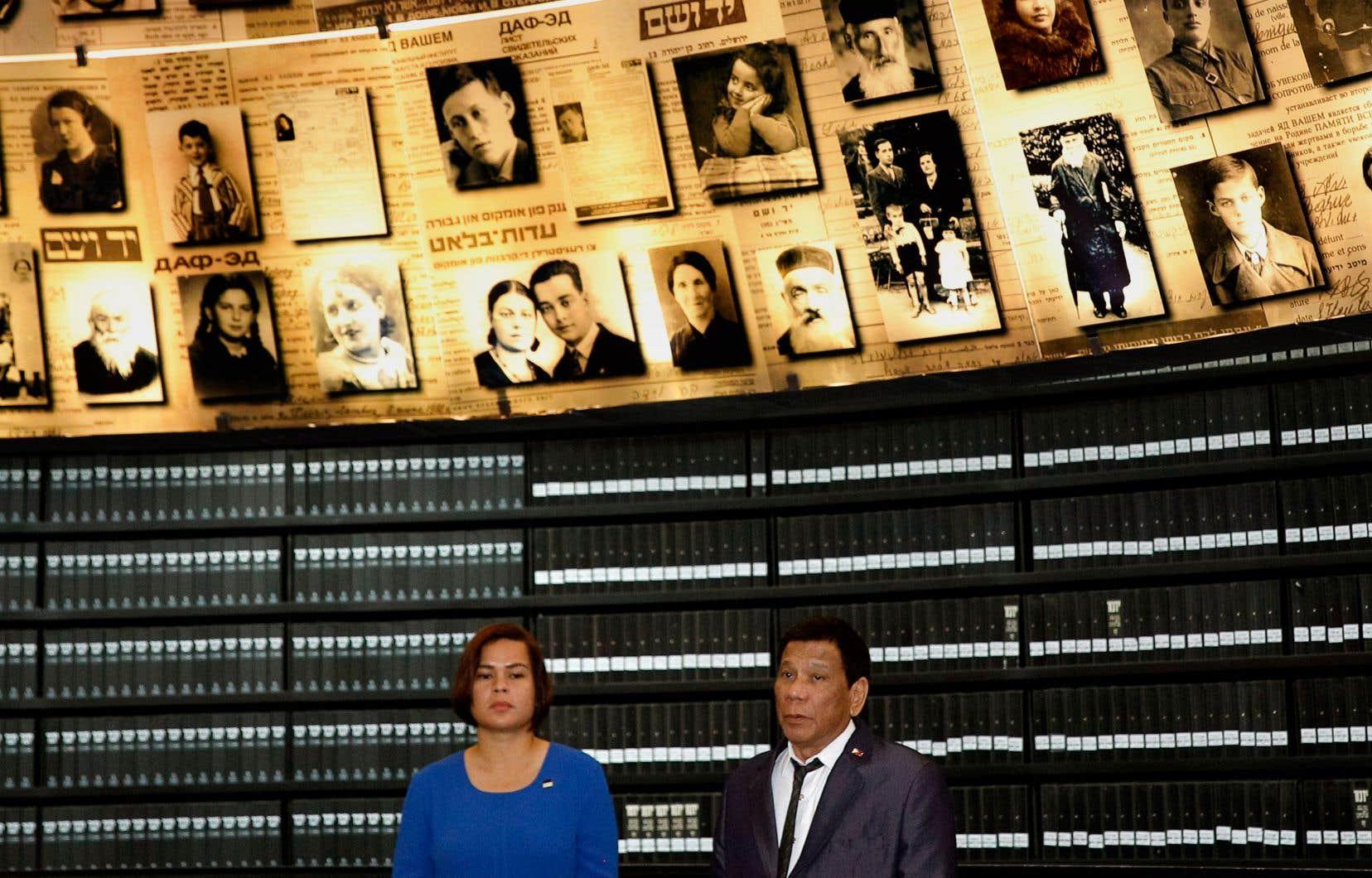 Le président philippin, Rodrigo Duterte, a visité lundi la salle des noms de Yad Vashem, haut lieu du souvenir dédié aux six millions de juifs tués pendant l'Holocauste et passage obligé pour tout dignitaire étranger en visite en Israël.