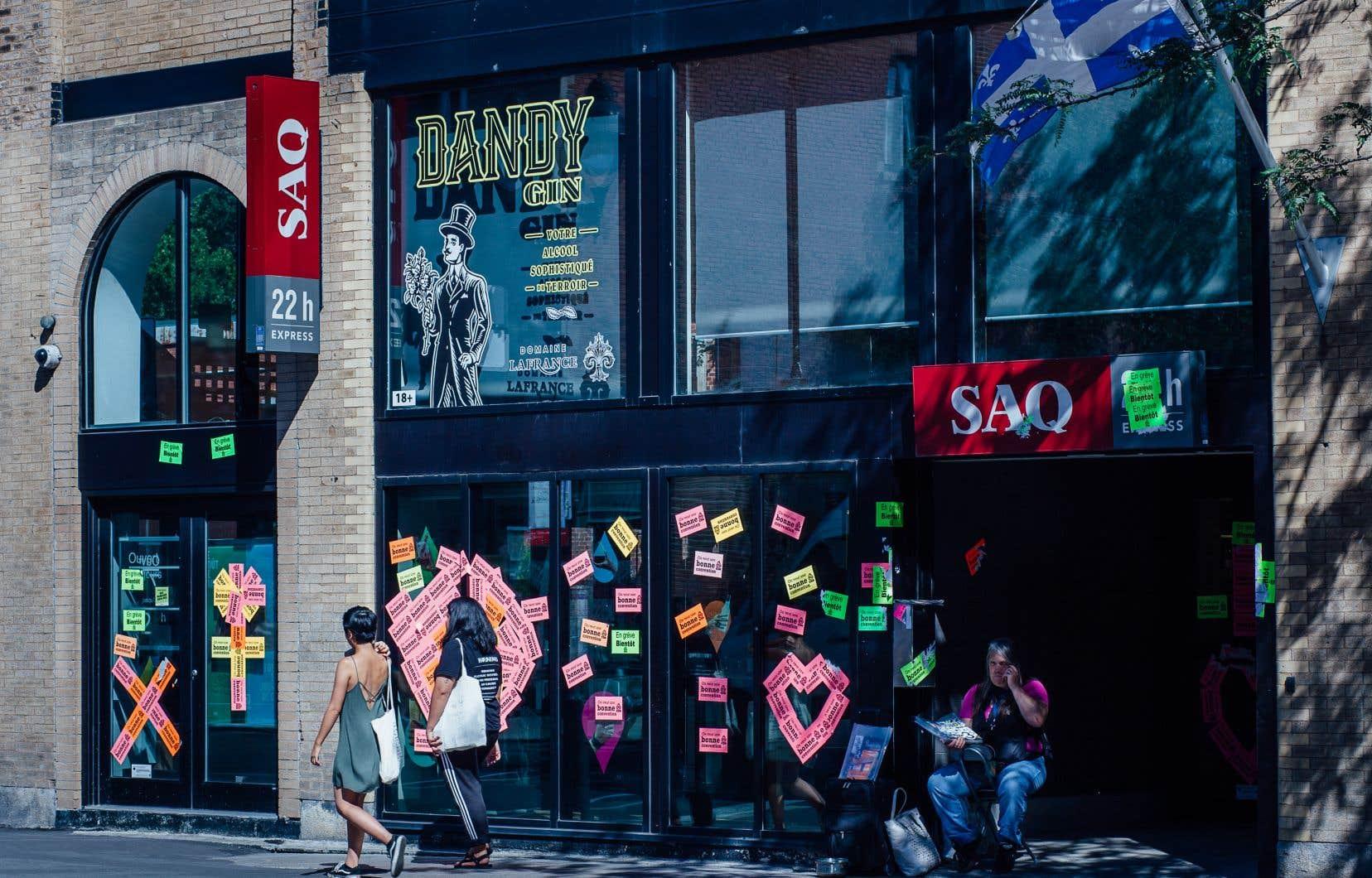 Les employés syndiqués avaient débrayé une première fois le 17juillet puis le 22août, où près de 75 succursales à travers le Québec avaient tout de même ouvert leurs portes.