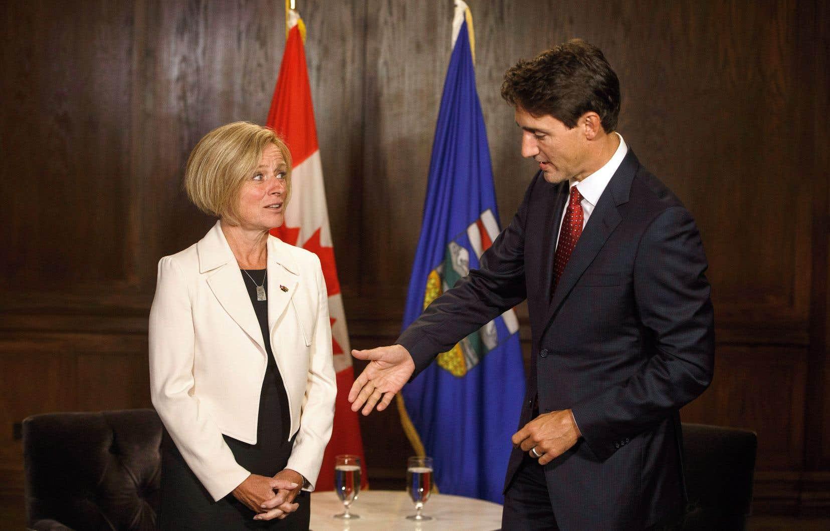 Le premier ministre Justin Trudeau a rencontré mercredi son homologue provinciale de l'Alberta, Rachel Notley, qui avait manifesté son grand déplaisir lorsque la Cour d'appel fédérale a fait connaître sa décision sur l'expansion du pipeline Trans Mountain.