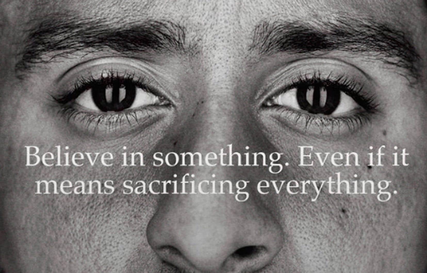 «Crois en quelque chose, même si cela signifie que tu dois tout sacrifier» sont les mots choisis par Nike pour accompagner la photo de Colin Kaepernick.