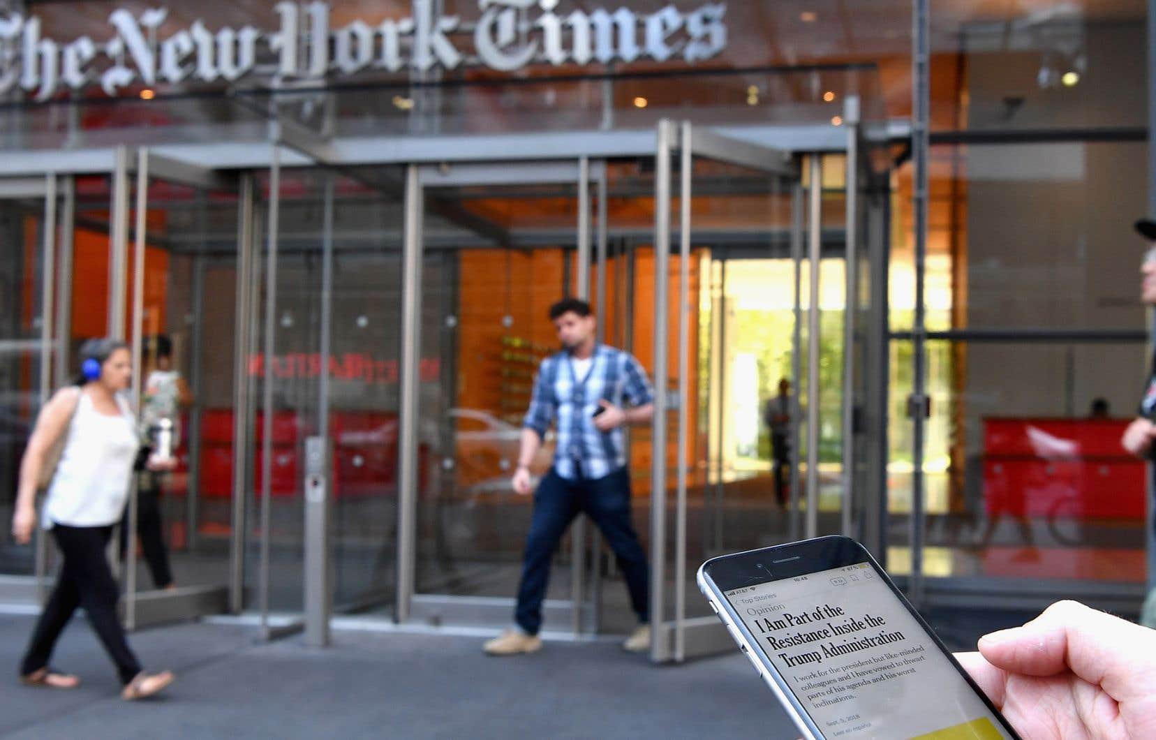 La formulation utilisée par le <em>New York Times</em>pour désigner l'auteur de la lettre anonyme est suffisamment large pour laisser libre cours à toutes les interprétations.