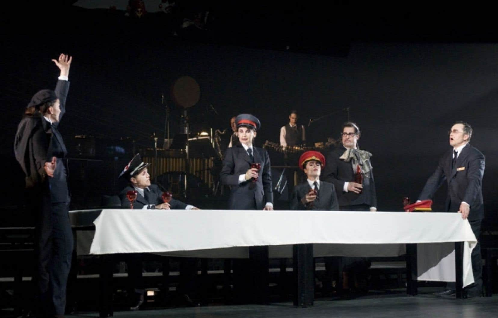 Carl Béchard a réalisé et mis en scène ce collage de textes de Boris Vian où poèmes et chansons s'intercalent entre les différents actes du Goûter des généraux, «tragédie lyrique et militaire».