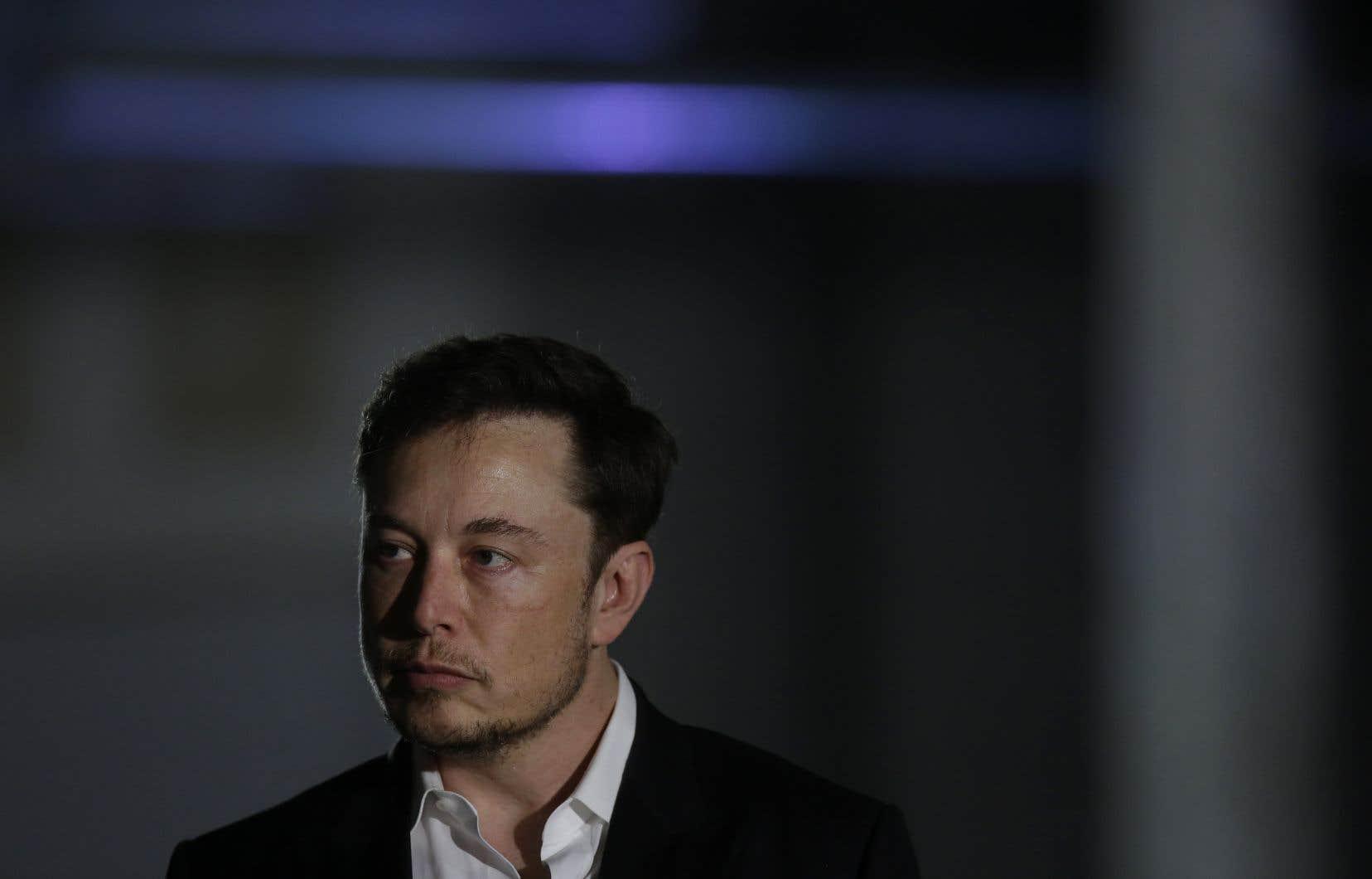 Déjà critiqué pour ses frasques, le p.-d.g. de Tesla, Elon Musk, a de nouveau fait parler de lui avec une entrevue déjantée.