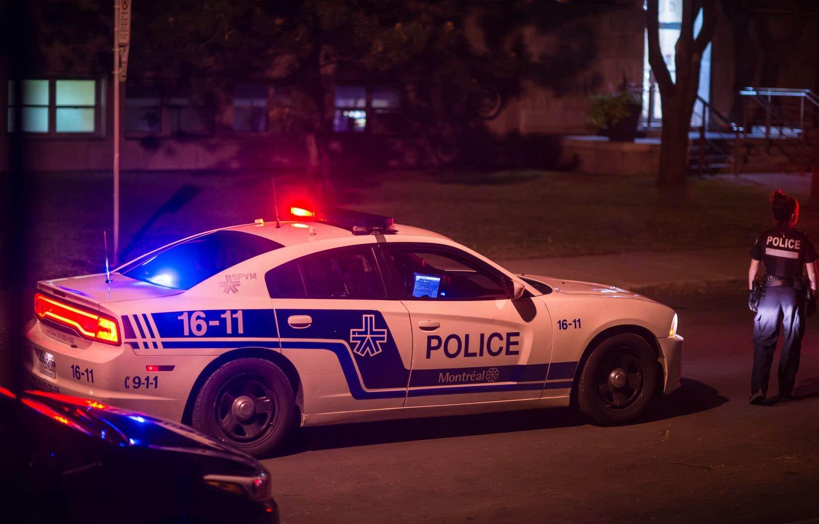 Des policiers de Montréal avaient découvert les corps de deux aînés dans leur domicile.