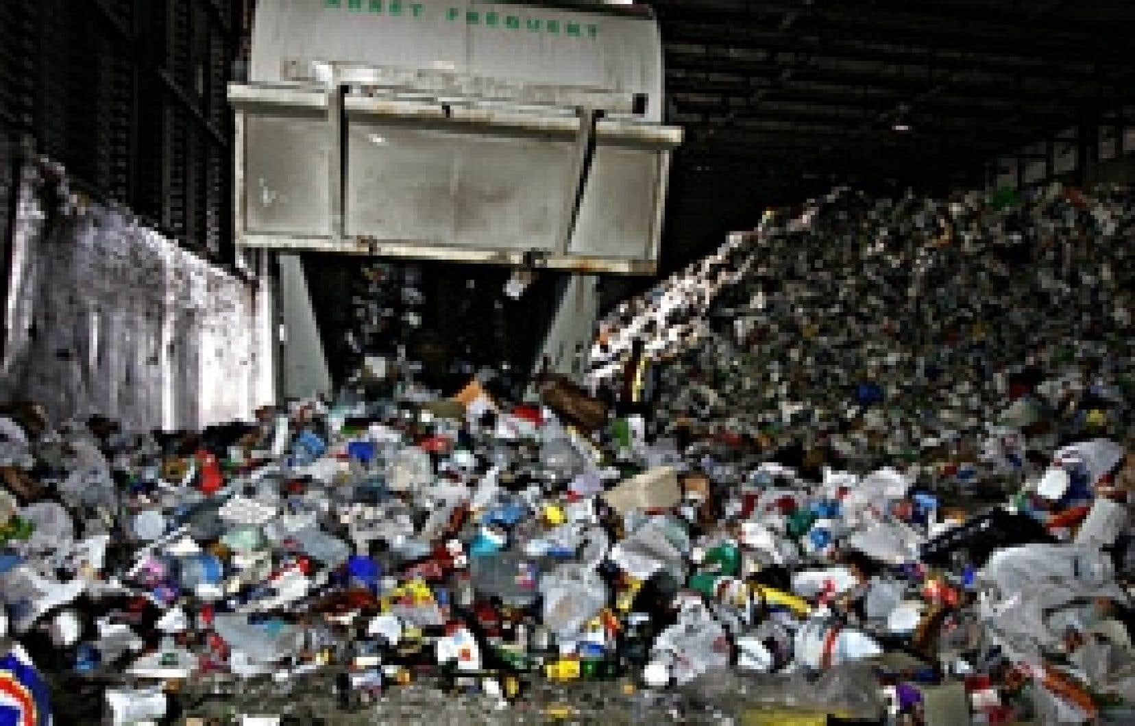 Sur le territoire de la Communauté métropolitaine de Montréal, 85 % des matières résiduelles produites sont exportées par camions pour être enfouies à l'extérieur de l'île.