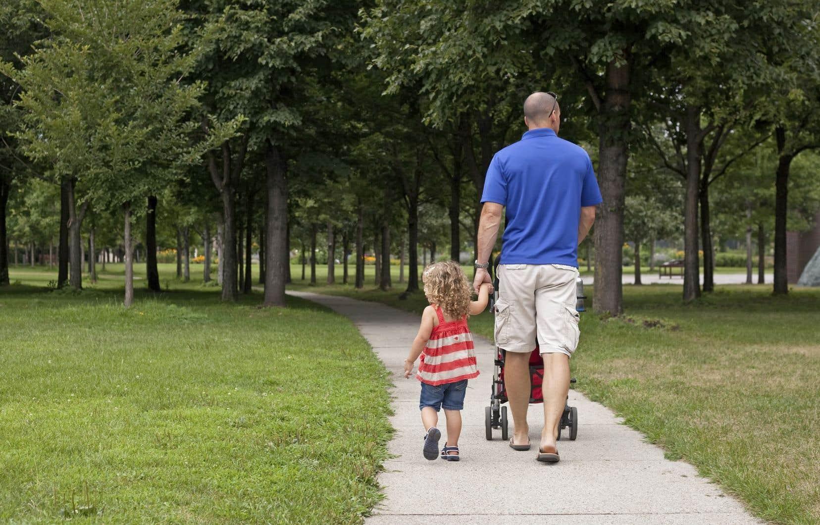 L'Allocation canadienne pour enfants est un montant non imposable versé chaque mois pour aider les parents à subvenir aux besoins de leurs enfants de moins de 18ans.