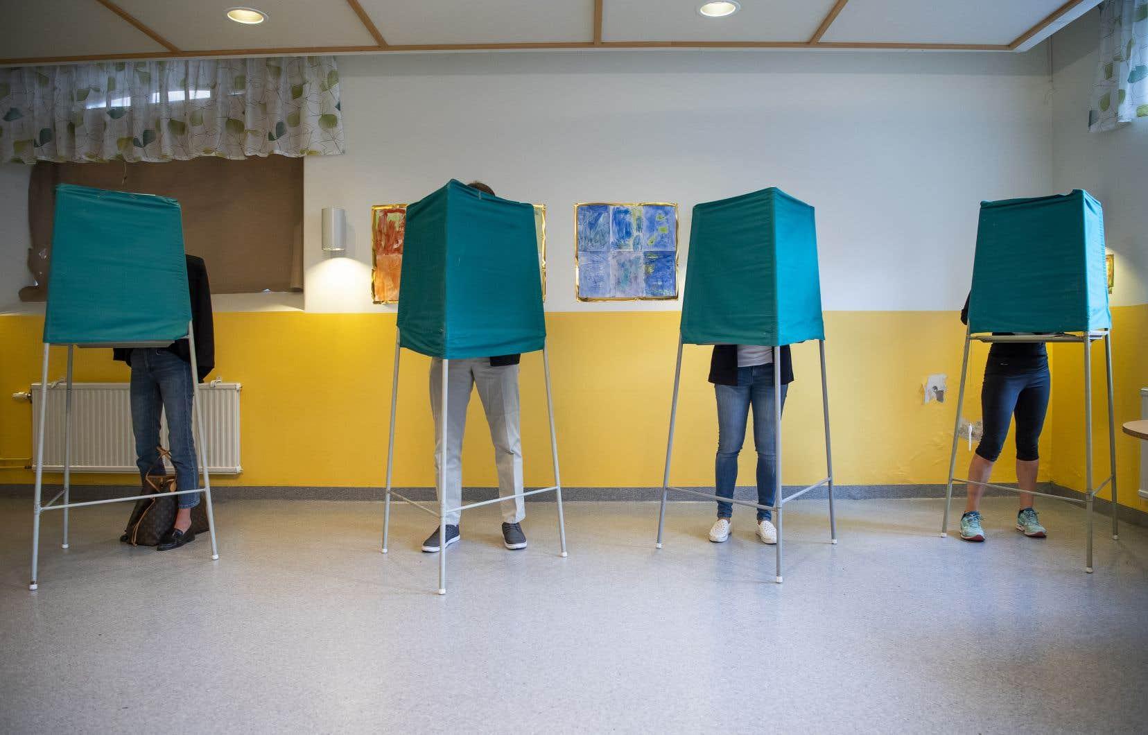 Quelque 7,5millions d'électeurs ont commencé à voter dimanche.