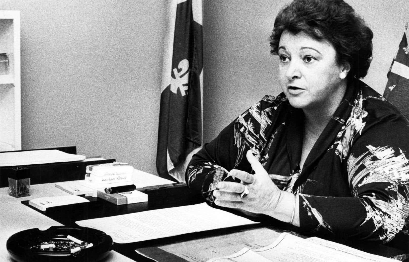 Lorsque Lise Payette était ministre des Consommateurs, des Coopératives et des Institutions financières, elle a hérité du mandat de rénover la Loi sur la protection du consommateur.