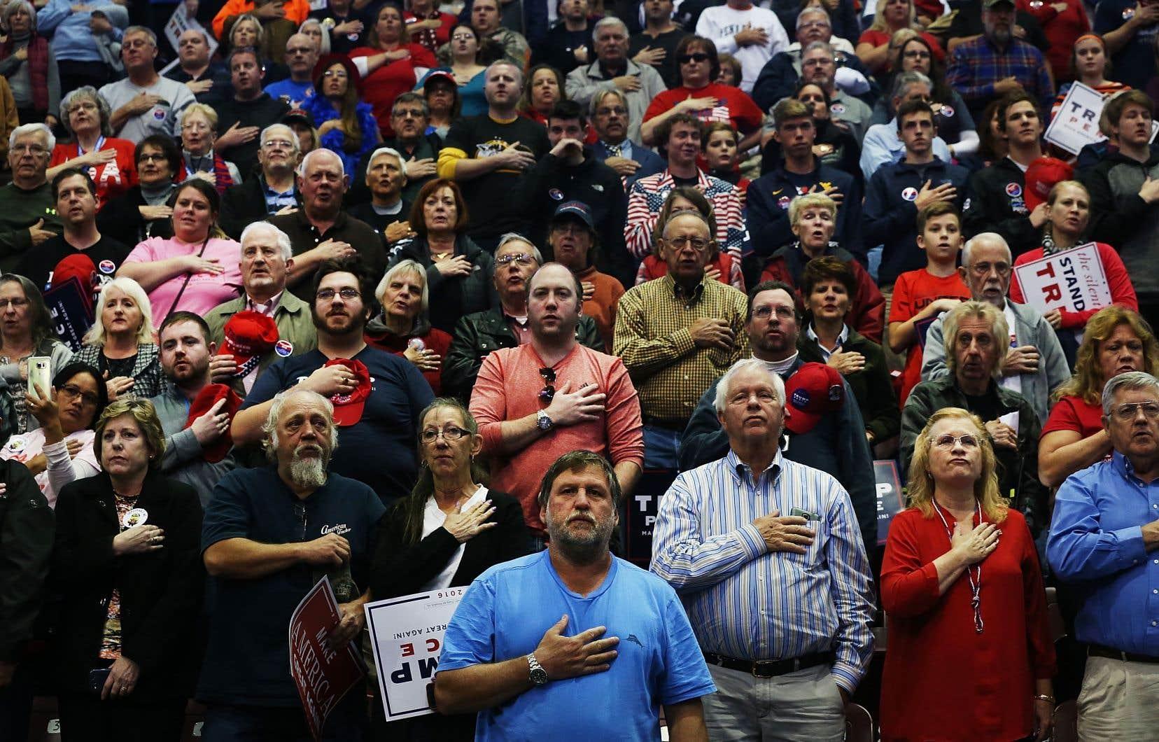 «On a souvent dit que Trump avait reçu plus de votes des électeurs blancs, ruraux, malmenés économiquement, notamment les gens âgés, moins éduqués, rappelle le DrLee Goldman, auteur principal de l'étude. Mais la baisse de l'espérance de vie en soi, un important marqueur du découragement, du désespoir et de la peur, pourrait avoir influencé les électeurs qui ont appuyé Trump.»