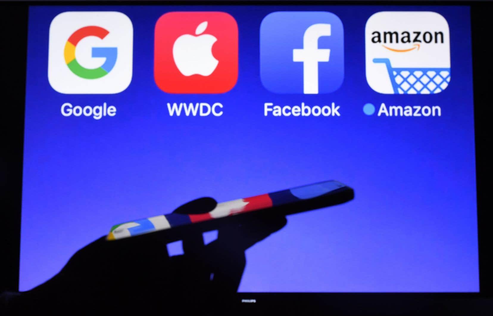 Les réseaux sociaux restent une source d'information pour plus des deux tiers des internautes aux États-Unis.