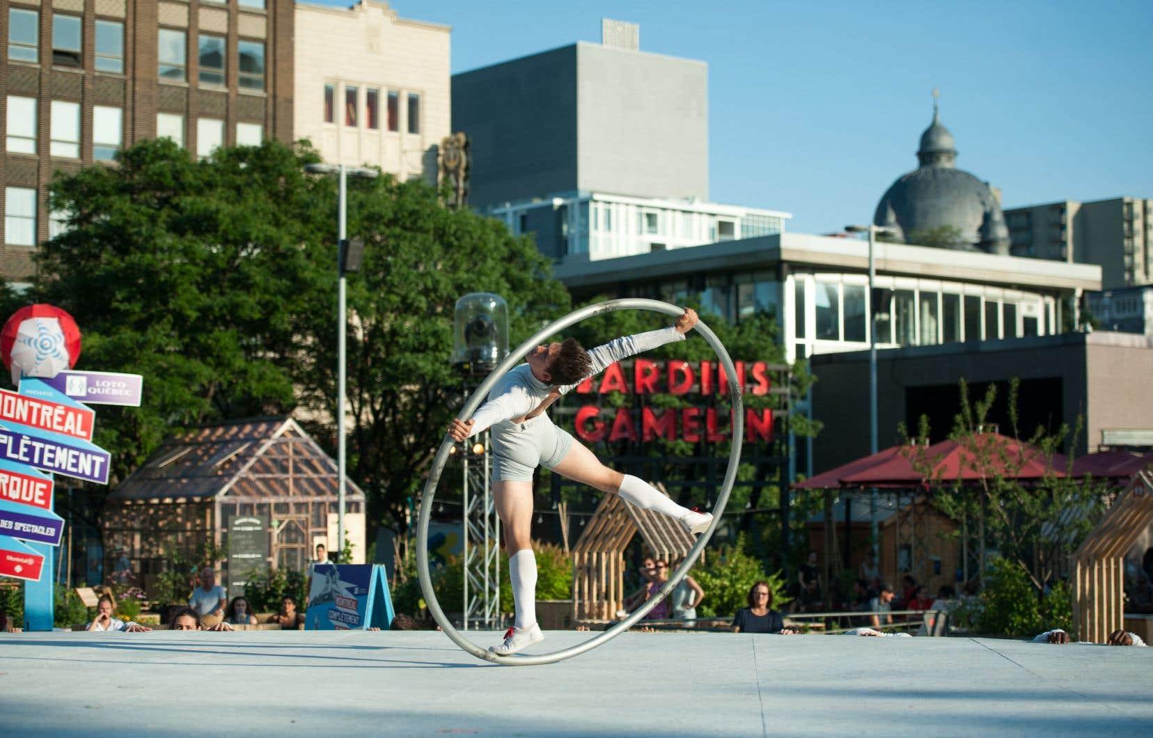 L'organisme La Pépinière, Espaces collectifs réalise des espaces communautaires, comme les Jardins Gamelin à Montréal.