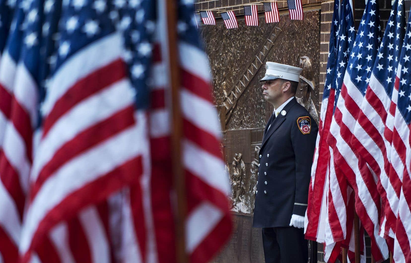 Dans la caserne adjacente au World Trade Center, comme dans toutes les casernes de pompiers new-yorkaises, on commémorait les attaques du 11 septembre 2001.
