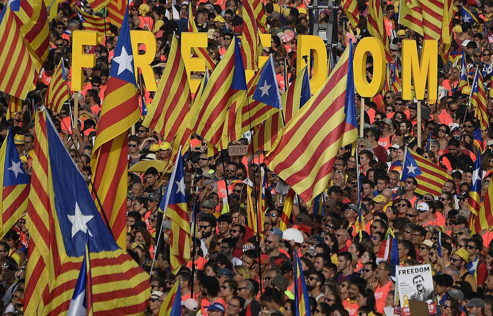 Un an après l'échec de leur tentative de sécession de l'Espagne, les séparatistes démontrent une capacité de mobilisation intacte.<br />