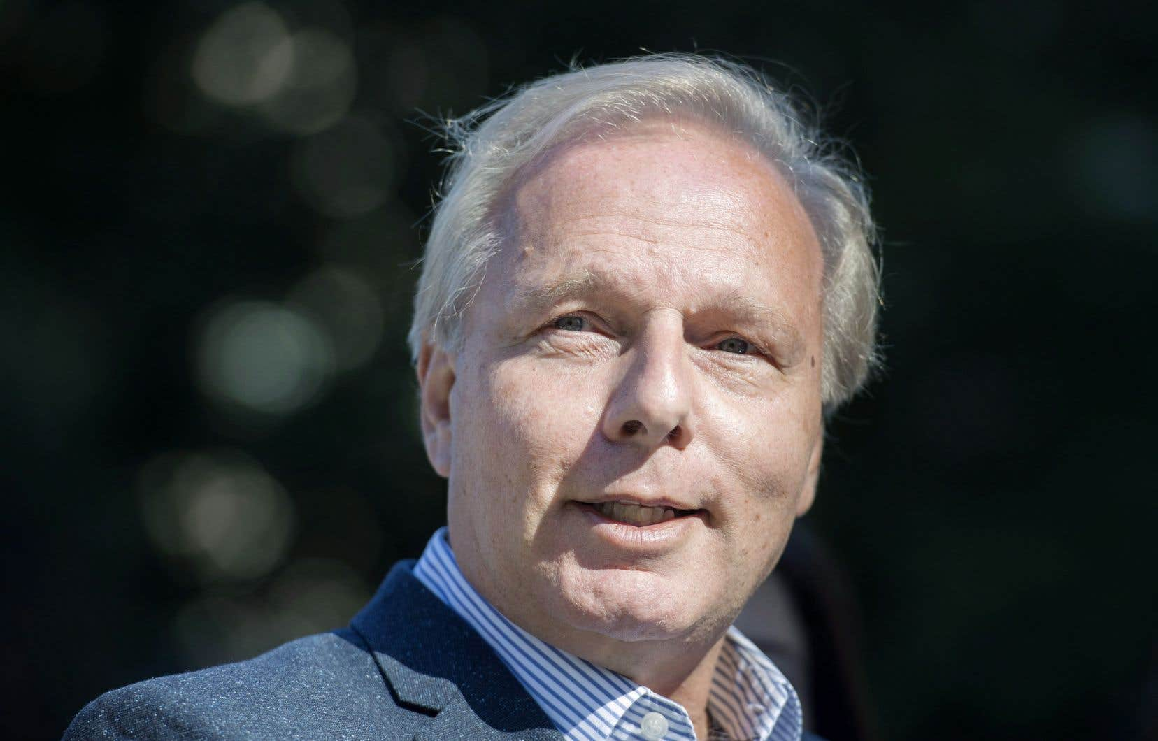 <p>Le chef du PQ, Jean-François Lisée, veut «discipliner les hauts dirigeants qui touchent des salaires faramineux».</p>