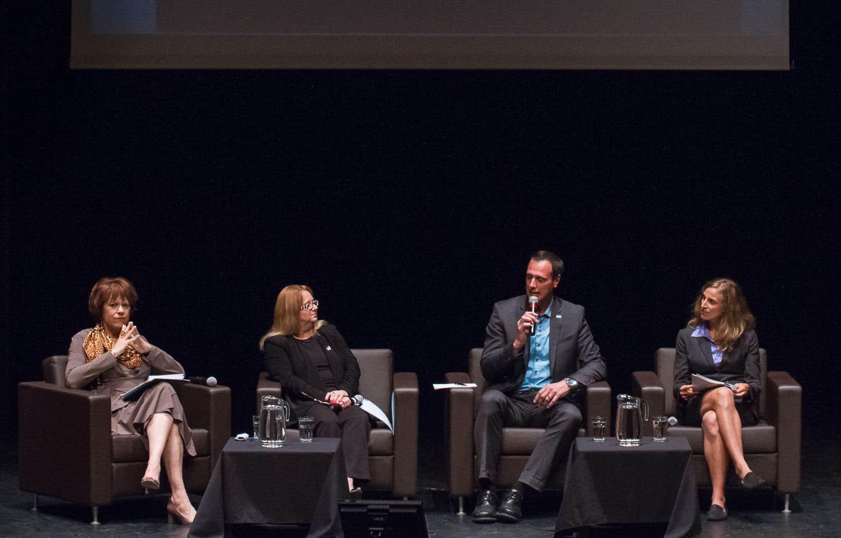 Les porte-parole en matière d'éducation des quatre principaux partis — Hélène David (PLQ), Carole Poirier (PQ), Jean-François Roberge (CAQ) et Christine Labrie (QS).