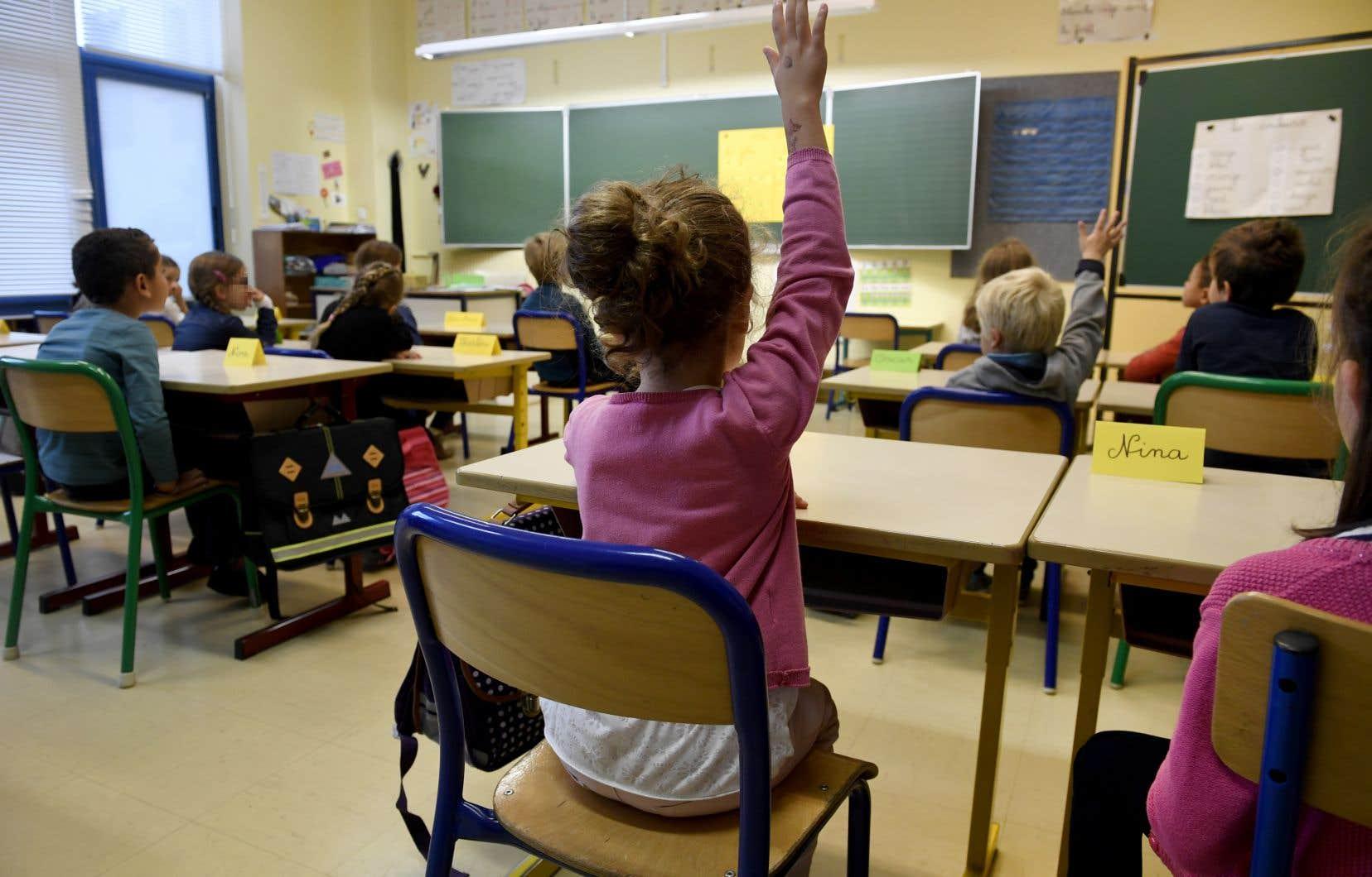 Au fil des cinq heures de cours offerts pour chaque année du primaire, les thèmes des relations amicales, de l'éveil amoureux, de la puberté, de la grossesse et des agressions sexuelles sont abordés.