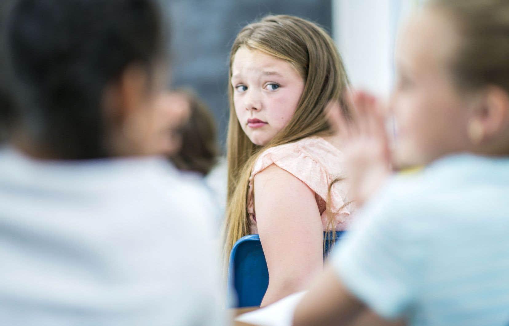 Le président de la FAE rapporte que le budget accordé aux commissions scolaires n'est pas suffisant pour pallier les différents problèmes auxquels font face les élèves: handicap physique, décrochage scolaire, problème d'attention, besoins en orthophonie, etc.