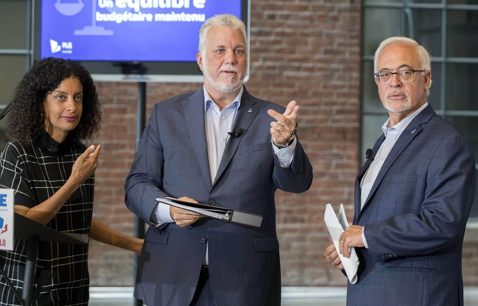 Le premier ministre sortant, Philippe Couillard, a présenté mercredi le cadre financier du Parti libéral du Québec aux côtés des candidats Carlos Leitão et Dominique Anglade.