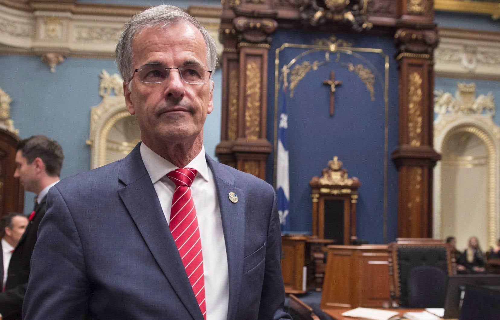 En octobre 2017, le député Guy Ouellette avait été arrêté parce que les policiers le soupçonnaient d'avoir transmis des informations confidentielles à des journalistes.