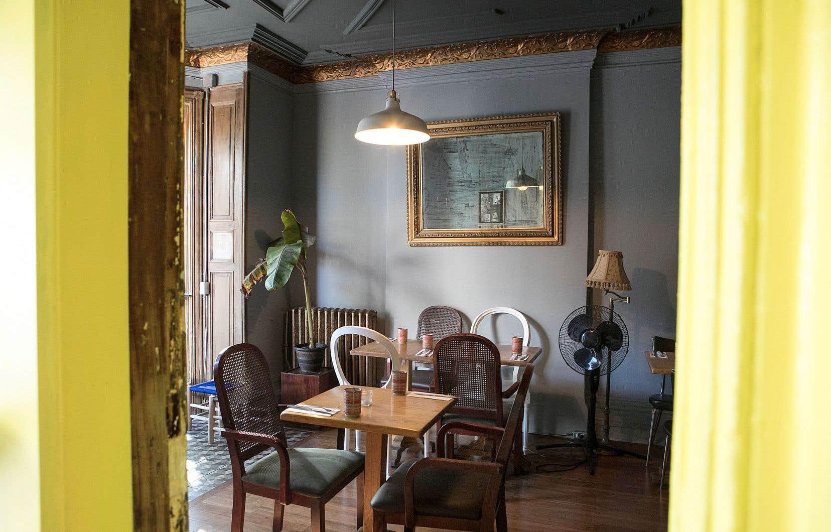 À la fin du repas, on ressort dépités de cette salle déraisonnablement bondée pour les capacités réelles de la cuisine.