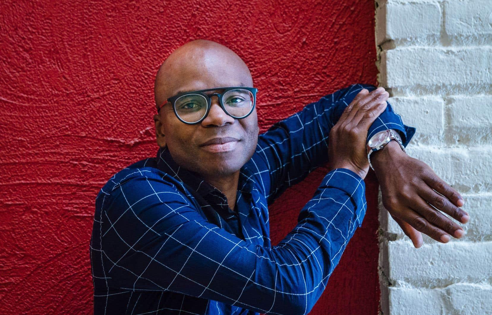 Edem Awumey se défend bien d'avoir eu la prétention d'écrire un livre sur l'Afrique contemporaine, mais plutôt sur une Afrique en pleine métamorphose où il salue le courage des femmes.
