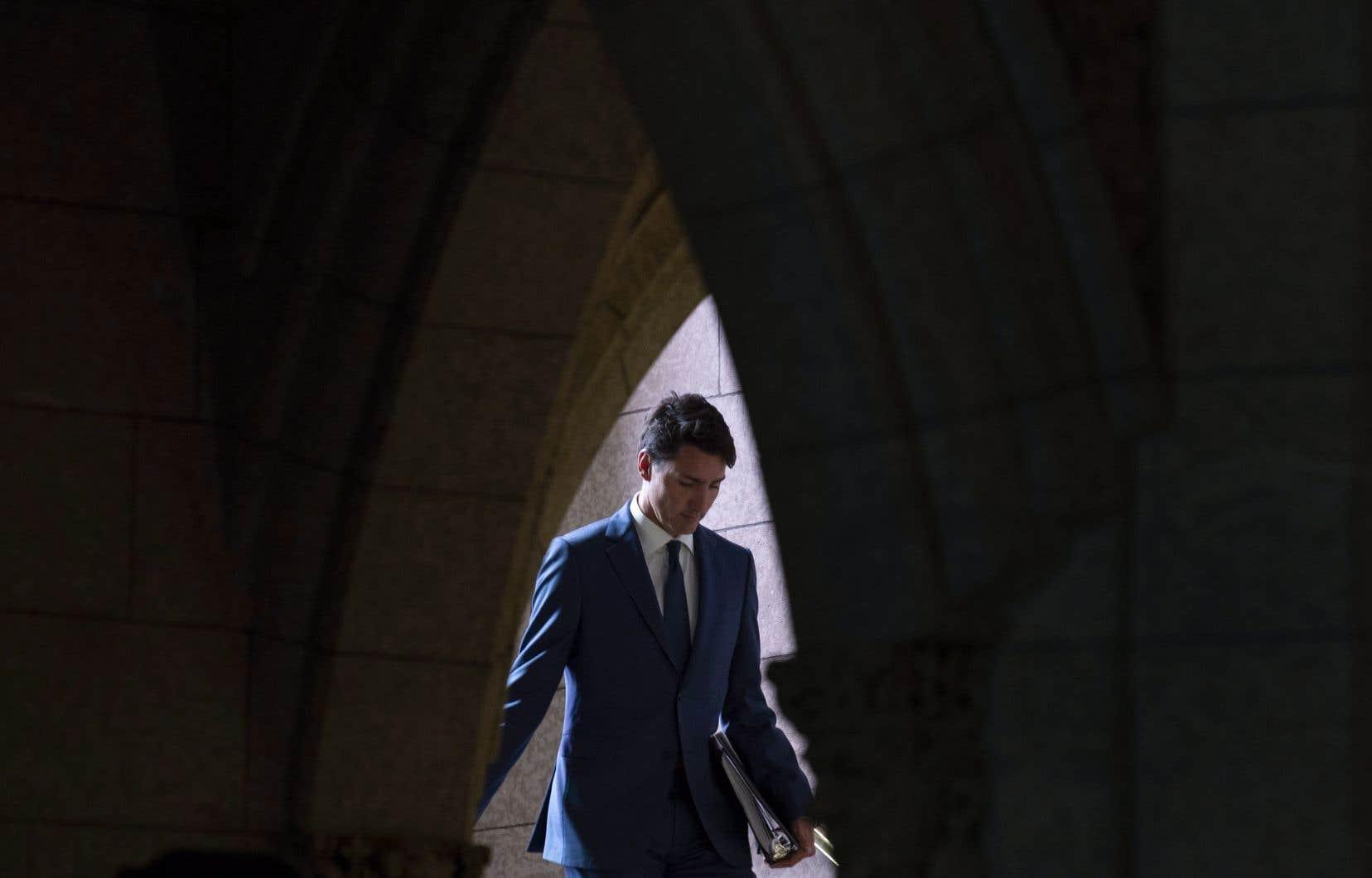 Justin Trudeau a encaissé un coup dur lundi alors qu'une de ses députées a fait défection pour passer chez les conservateurs d'Andrew Scheer.
