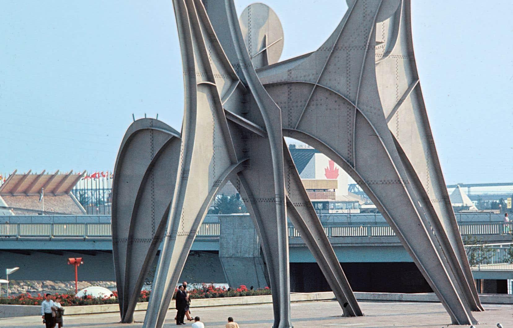 La sculpture «Three discs», érigée par l'artiste Alexandre Calder sur l'île Sainte-Hélène à l'occasion d'Expo 67, photo couleur