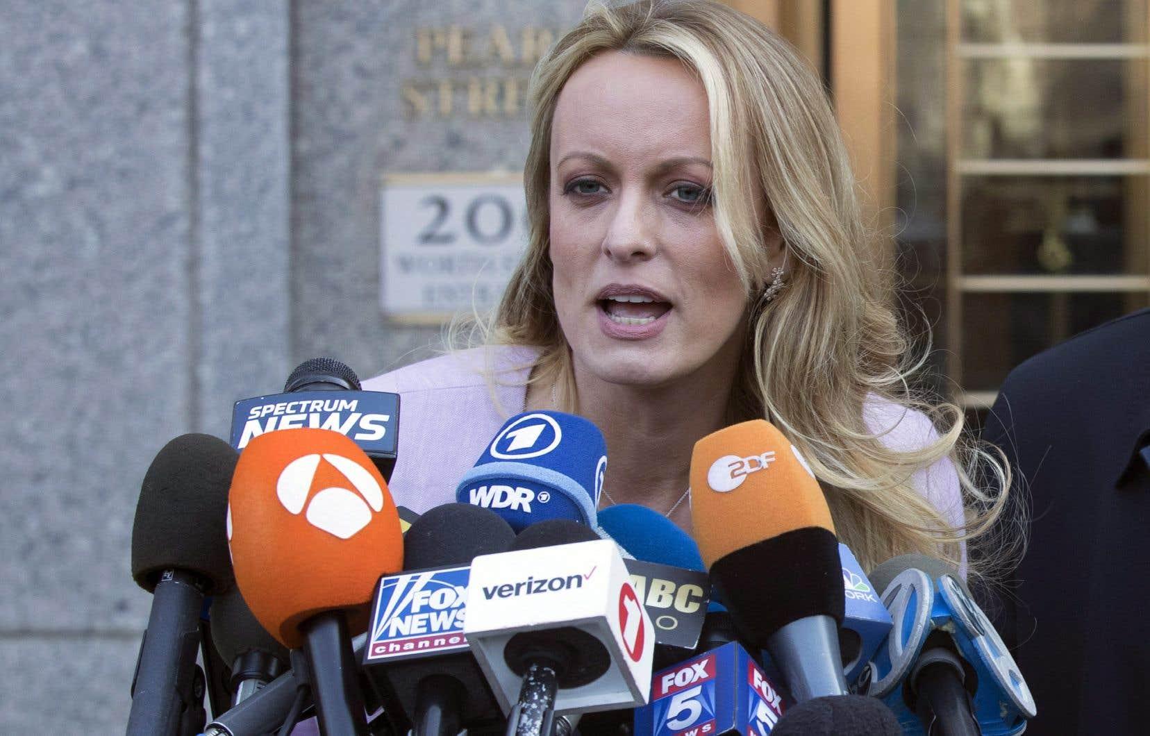 L'avocat de Stormy Daniels, Michael Avenatti, a défendu le livre de sa cliente, affirmant que le plus important n'était pas la description de sa liaison présumée.