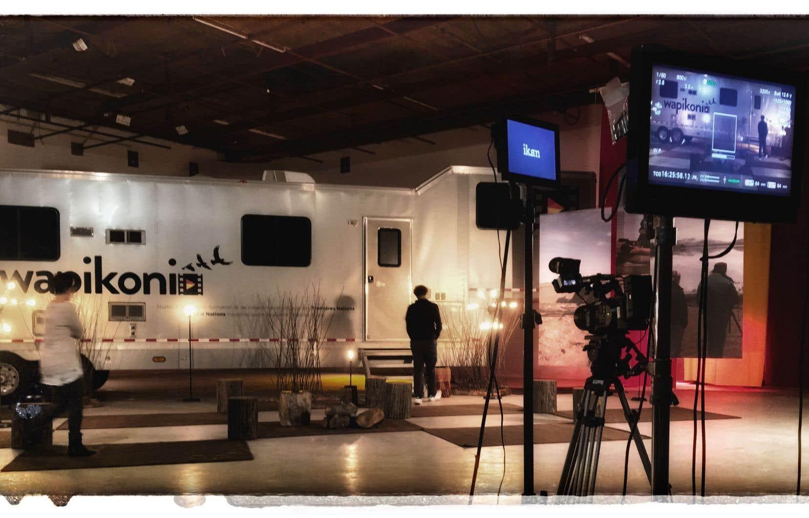 L'entreprise d'économie sociale et solidaire Wapikoni mobile est un studio ambulant d'intervention, de formation et de création audiovisuelle s'adressant aux jeunes Autochtones du Québec.