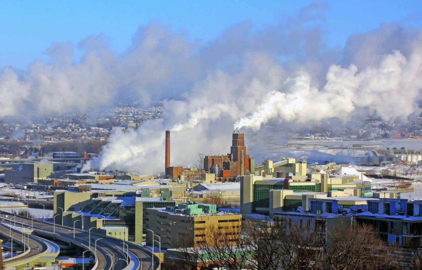 <p>La projection de 2017des émissions de GES montreque «l'effort potentiel qu'il reste à déployer d'ici 2020 pour que les réductions visées se réalisent au Québec à cette date est de l'ordre de 9millions de tonnes».</p>