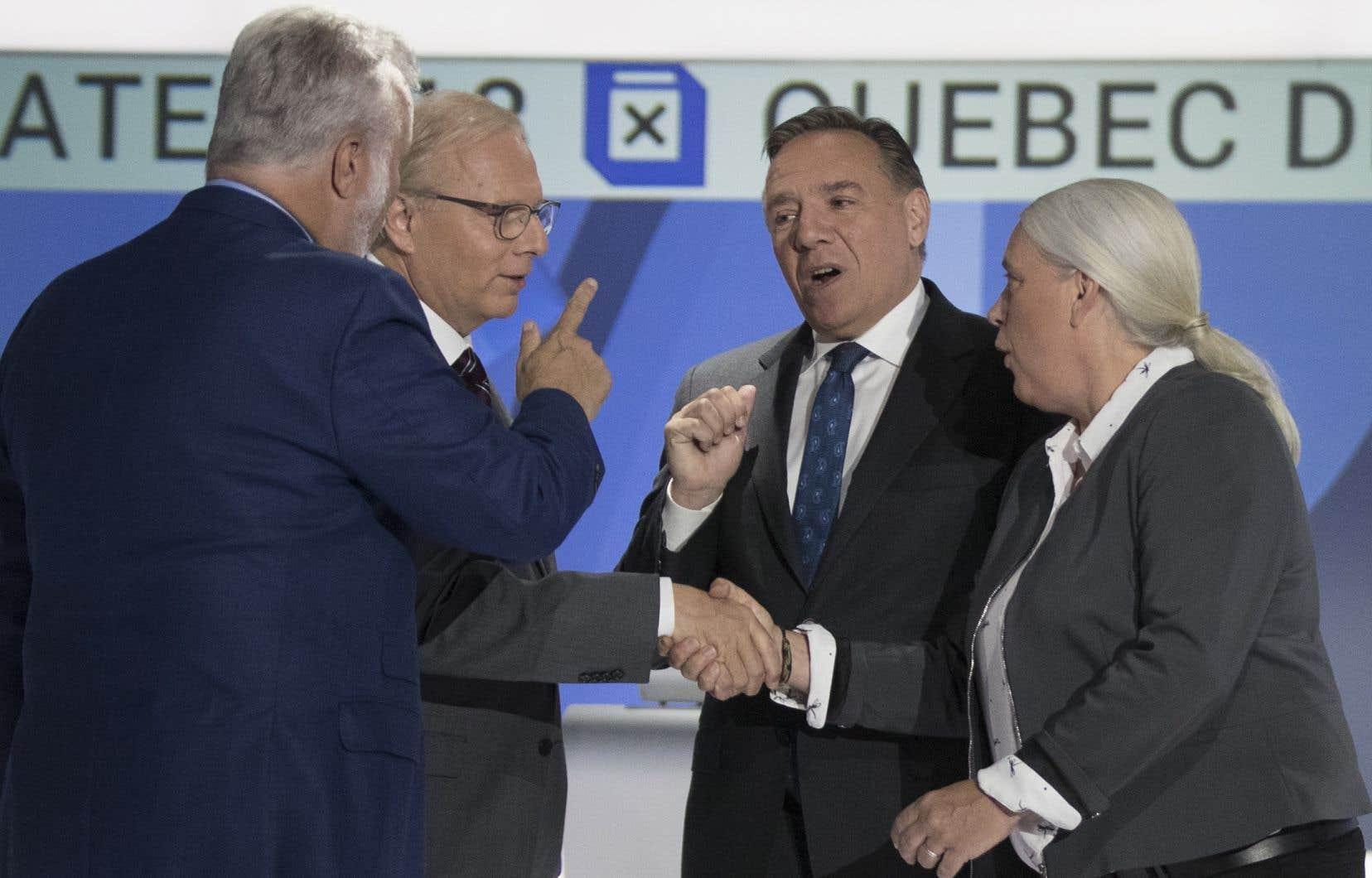 <p>Les quatre chefs ont participé lundi soir à un premier débat télévisé en anglais. Selon l'auteur, pendant l'heure et demie qu'a duré ce débat, la communauté politique québécoise a perdu de vue ses intérêts.</p>