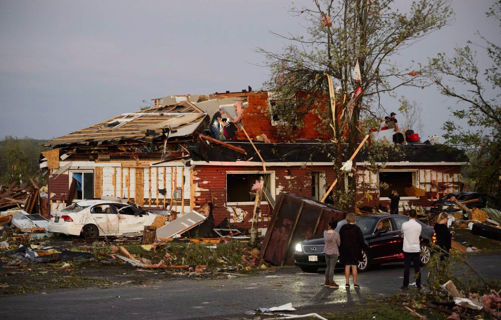 <p>La tornade a frappé la ville de Dunrobin, en Ontario, où les maisons ont été éventrées.</p>