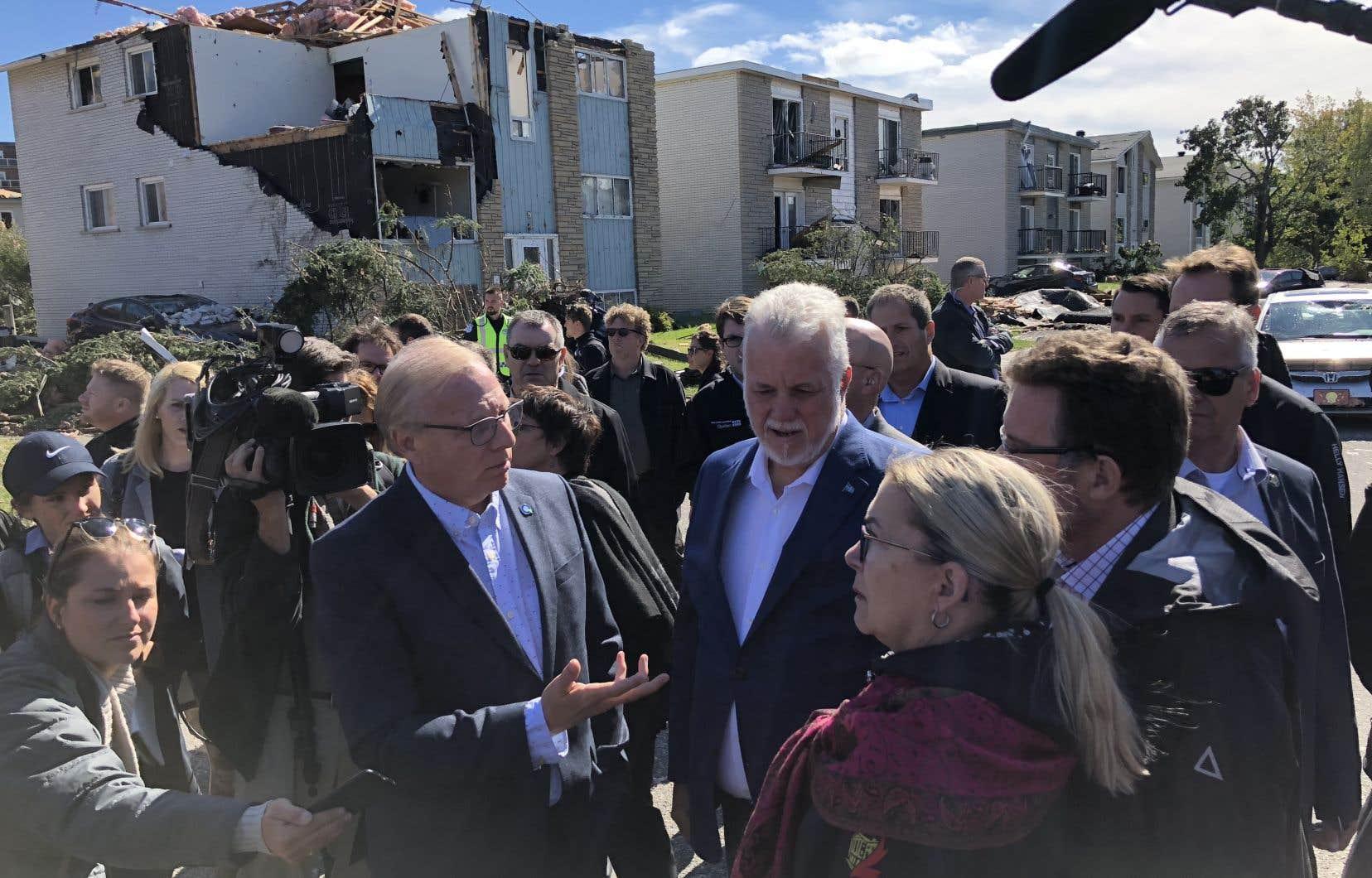 Le premier ministre doit tenir un point de presse en compagnie du ministre des Affaires municipales, Martin Coiteux.Jean-François Lisée devrait aussi y participer, selon les informations transmises par le PQ.
