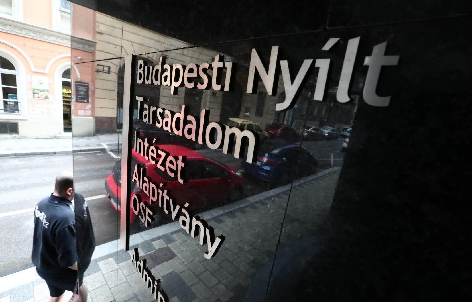 La fondation Open Society, qui finance de nombreuses ONG en Hongrie et dans le monde, avait annoncé en août transférer son siège régional depuis Budapest à Berlin, dénonçant les mesures «répressives» instaurées par le premier ministre Orbán.