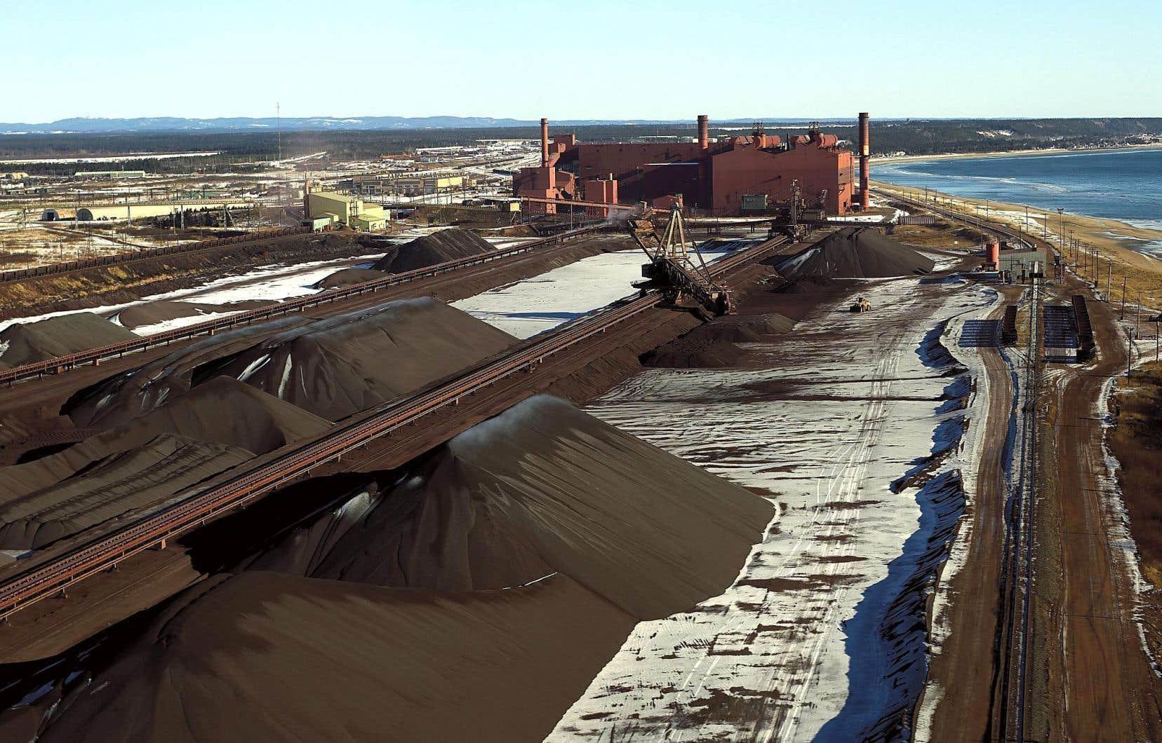 L'aire de stockage sur le site des installations portuaires de la compagnie minière IOC à Sept-Îles